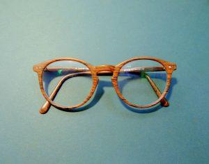 brown-framed-eyeglasses-947885