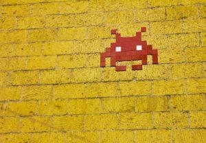 mosaic-alien-on-wall-1670977
